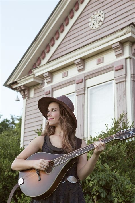 Sierra Hull brings Christmas concert to Shelby