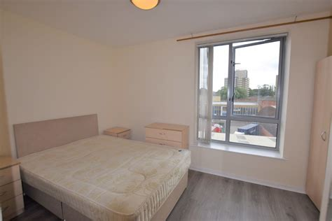 Martin & Co Leeds City 2 bedroom Apartment Let in Ahlux