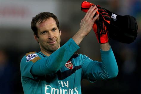 Arsenal's Petr Cech reveals he wants to stop wearing his