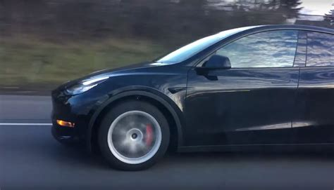 Tesla Model Y tire sizes for Long Range and Performance