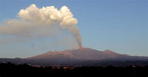 Mount Etna volcano erupts; airspace briefly closed